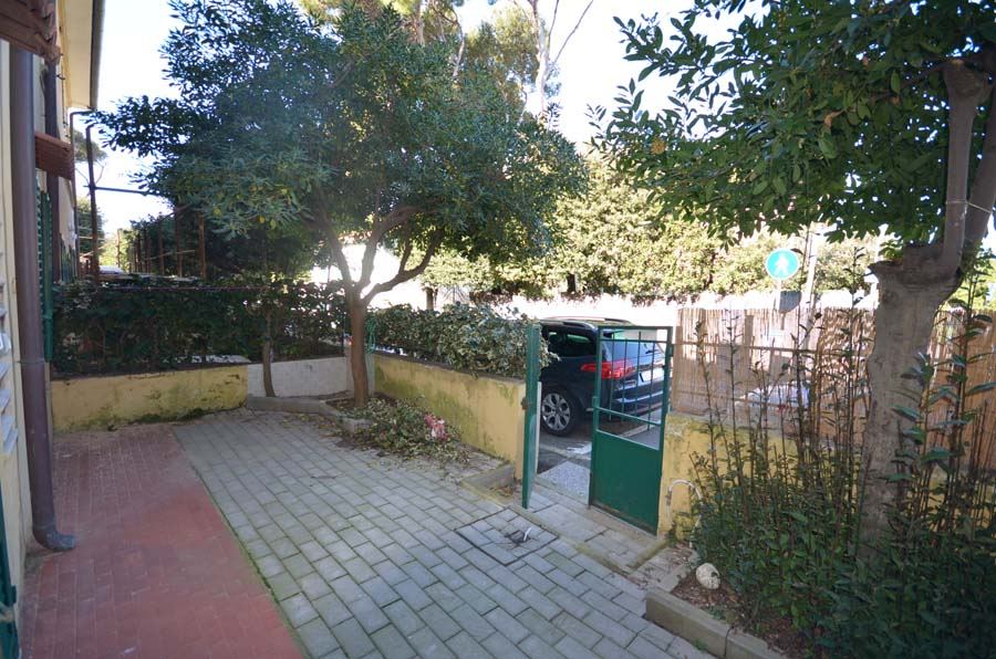 Castiglioncello, to sell flat 50 m from the centre e and the seaside
