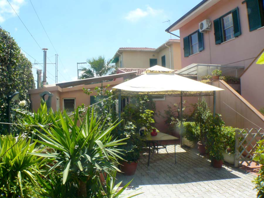 near Caletta, 200 m from the seaside, first floor apartment
