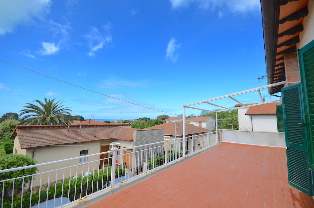 Castiglioncello, independent apartment with sea view terrace