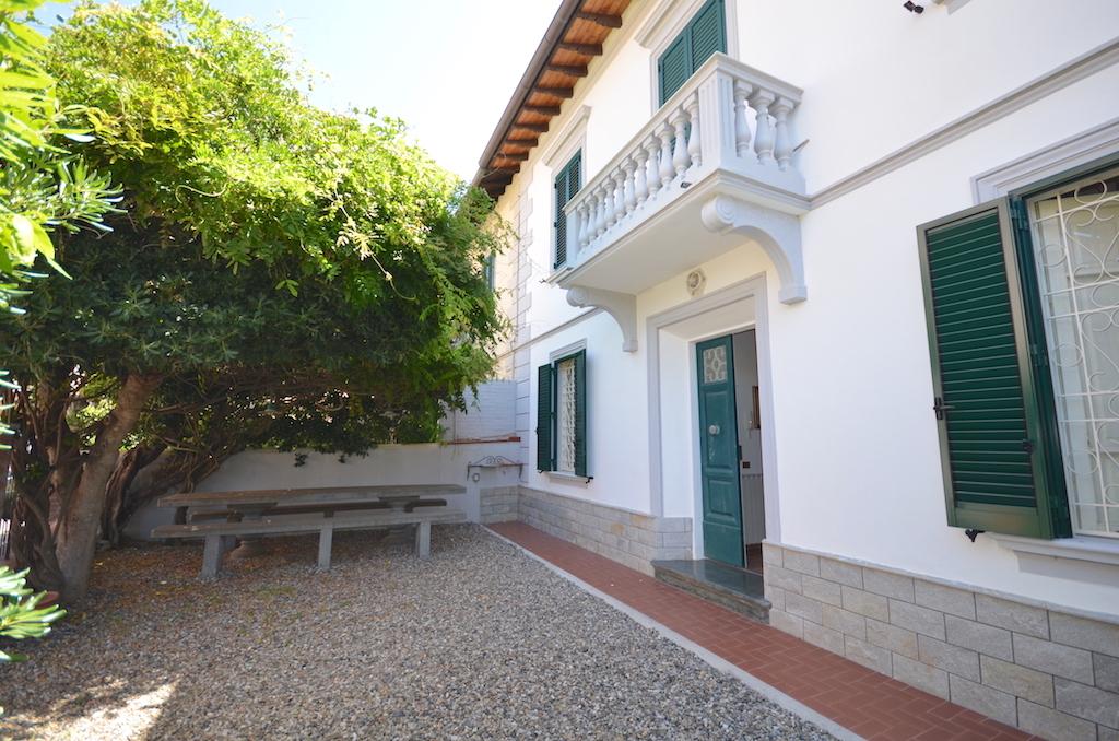 Castiglioncello 100 m dal mare, 3 camere e giardino