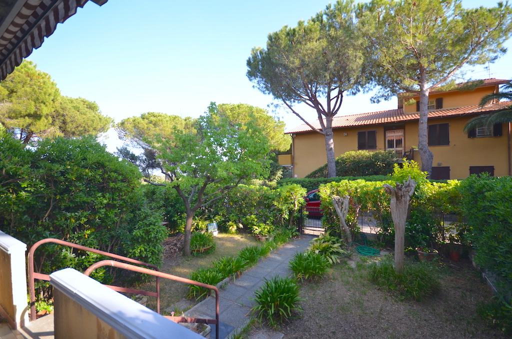 Castiglioncello doppio giardino e grande soggiorno