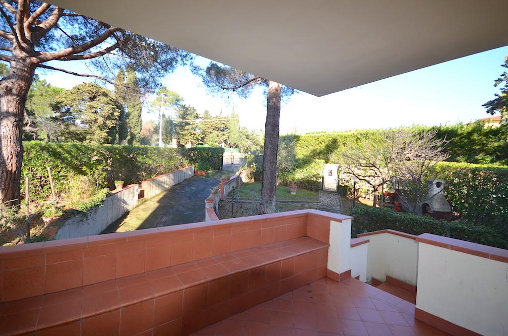 Castiglioncello, ampio giardino, due terrazze e seminterrato comunicante