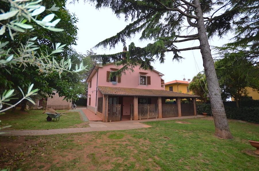 Rosignano Solvay villa singola con giardino