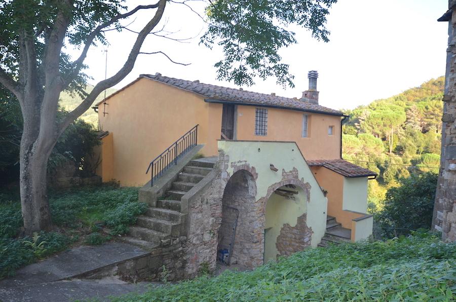 Sasso Pisano - metà villetta bifamiliare in centro storico